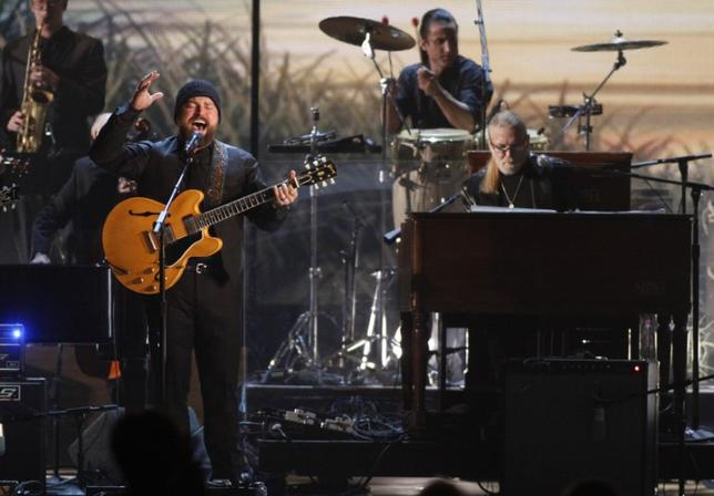 The Zac Brown Band performs ''Georgia on My Mind'' with Greg Allman (R) at the 45th Country Music Association Awards in Nashville, Tennessee, November 9, 2011. REUTERS/Tami Chappell