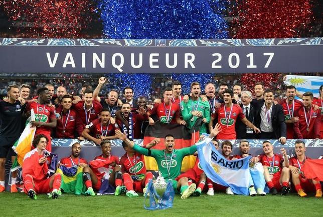 5月27日、サッカーのフランス杯決勝、パリ・サンジェルマンがアンジェを1─0で下して優勝した(2017年 ロイター/Pascal Rossignol)