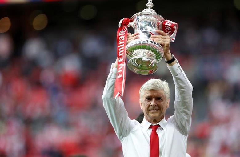 Britain Soccer Football - Arsenal v Chelsea - FA Cup Final - Wembley Stadium - 27/5/17 Arsenal manager Arsene Wenger celebrates with the trophy after winning the FA Cup finalAction Images via Reuters / Lee Smith