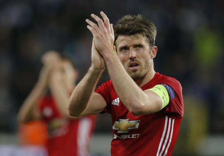 Football Soccer - RSC Anderlecht v Manchester United - UEFA Europa League Quarter Final First Leg - Constant Vanden Stock Stadium, Brussells, Belgium - 13/4/17 Manchester United's Michael Carrick applauds fans after the match  Action Images via Reuters / Andrew Couldridge Livepic/Files
