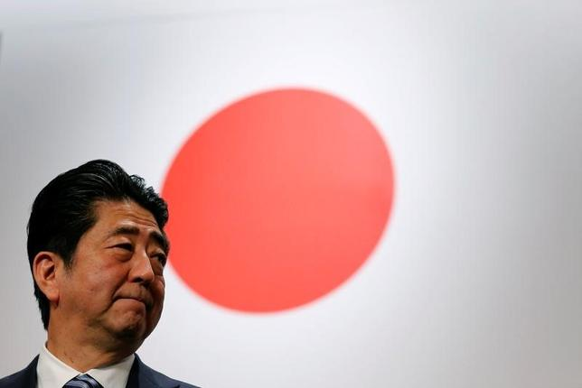 5月29日、安倍晋三首相は、北朝鮮による弾道ミサイル発射を受け、「国際社会の度重なる警告を無視して挑発を続けていることは断じて許すことができず、北朝鮮に厳重に抗議した」と述べた。3月撮影(2017年 ロイター/Toru Hanai)