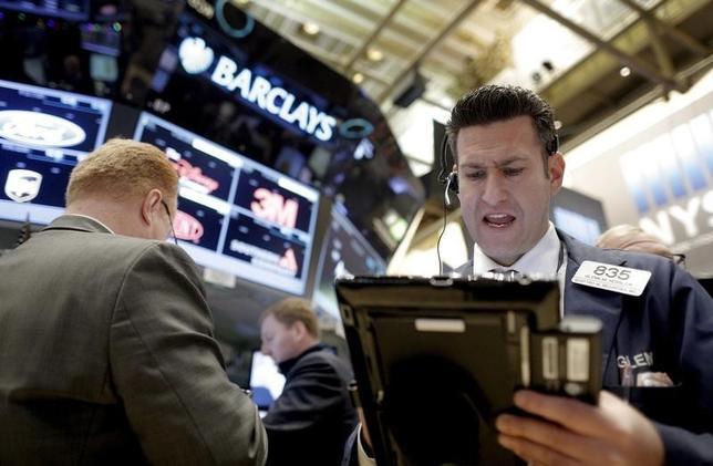 5月29日、「5月に売れ」という格言はウォール街でおそらく最も古いものだが、今年もその通りに実行している米投資信託が数多くあるようだ。NY証券取引所で2016年1月撮影(2017年 ロイター/Brendan McDermid)