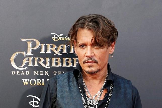 5月28日、週末の北米映画興行収入ランキングは「パイレーツ・オブ・カリビアン/最後の海賊」が初登場首位に。写真は主演のジョニー・デップ。上海で11日撮影(2017年 ロイター/Aly Song)
