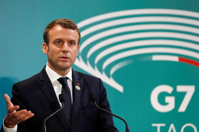 5月29日、6月に行われるフランス国民議会(下院)選挙に関する世論調査では、マクロン大統領の政党「共和国前進」の得票率がトップになると見込まれている。写真はタオルミーナで行われたG7サミットで記者会見に応じる同大統領。27日撮影(2017年 ロイター/PHILIPPE WOJAZER)