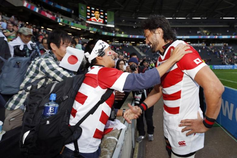 Rugby Union - Samoa v Japan - IRB Rugby World Cup 2015 Pool B - Stadium MK, Milton Keynes, England - 3/10/15 Japan's Hitoshi Ono celebrates with fans after the match  Action Images via Reuters / Andrew Boyers Livepic
