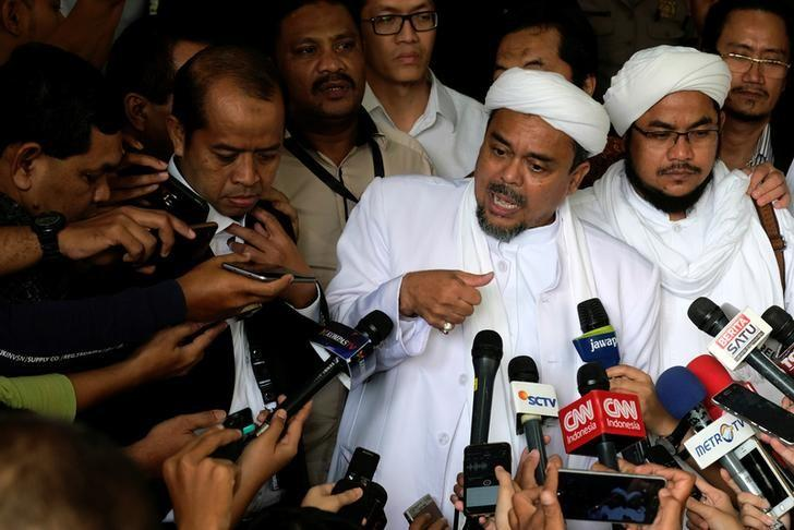 The leader of the hardline Islamic Defenders Front (FPI) Habib Rizieq talks to reporters at court after the blasphemy trial of Jakarta's incumbent governor Basuki Tjahaja Purnama, also known as Ahok in Jakarta, Indonesia, February 28, 2017. REUTERS/Beawiharta/Files