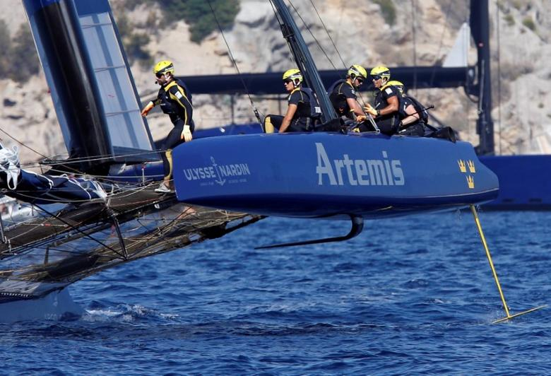 France Sailing -  Louis Vuitton America's Cup World series - Toulon, France - 11/09/2016 - Artemis Racing team members in action.  REUTERS/Jean-Paul Pelissier - RTSN8GU