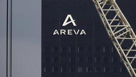 La Commission européenne a annoncé lundi avoir donné son feu vert au rachat par EDF de l'activité de réacteurs nucléaires d'Areva (New NP), opération clé dans la restructuration de la filière française. /Photo d'archives/REUTERS/Christian Hartmann