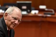 L'Allemagne et la France vont s'efforcer de se mettre d'accord sur un cadre de travail commun concernant l'impôt sur les sociétés, a déclaré lundi Wolfgang Schäuble. /Photo prise le 23 mais 2017/REUTERS/Eric Vidal