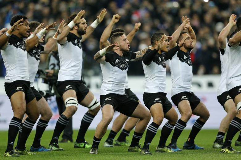 France Rugby - France v New Zealand All Blacks - Stade de France, Saint-Denis near Paris, France, 26/11/2016. New Zealand players perform the Haka before the game.   REUTERS/Benoit Tessier