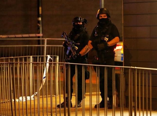 5月29日、国連は、英国の対テロ戦略には本質的な「欠陥」があり、同国が平穏な抗議活動や自由な表現を取り締まる「監視国家」へとわずかながらシフトしていると警告する報告書を公表した。写真は爆発事件のあったマンチェスターで23日撮影(2017年 ロイター/Andrew Yates)