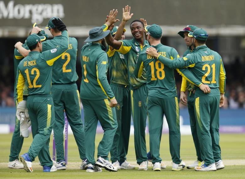 Britain Cricket - England v South Africa - Third One Day International - Lord's - 29/5/17 South Africa's Kagiso Rabada celebrates with Faf du Plessis and team mates after taking the wicket of England's Adil Rashid Action Images via Reuters / Andrew Couldridge Livepic