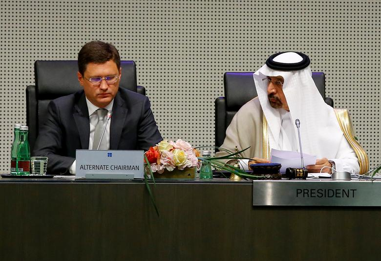 FILE PHOTO: Russia's Energy Minister Alexander Novak and Saudi Arabia's Energy Minister and OPEC conference president Khalid al-Falih attend a meeting of the Organization of the Petroleum Exporting Countries (OPEC) and non-OPEC producing countries in Vienna, Austria, May 25, 2017.  REUTERS/Leonhard Foeger