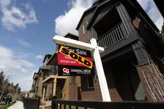 Les prix immobiliers dans les 20 principales métropoles des Etats-Unis ont augmenté de 5,9% en mars comme en février sur un an. /Photo d'archives/REUTERS/Steve Dipaola