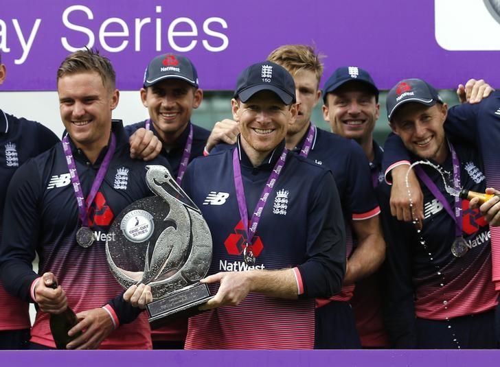 Britain Cricket - England v South Africa - Third One Day International - Lord's - 29/5/17 England's Eoin Morgan celebrates with the trophy after winning the series Action Images via Reuters / Andrew Couldridge Livepic