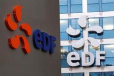 """EDF à suivre mercredi à la Bourse de Paris. L'Autorité de sûreté nucléaire (ASN) rendra """"probablement à l'automne"""" sa décision définitive sur la conformité de la cuve du réacteur de la nouvelle centrale EPR de Flamanville. /Photo d'archives/REUTERS/Charles Platiau"""