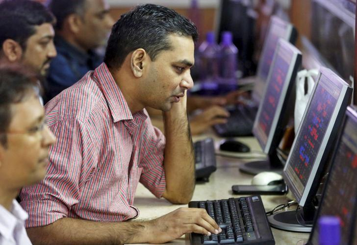 Brokers trade at their computer terminals at a stock brokerage firm in Mumbai, India, August 25, 2015. REUTERS/Shailesh Andrade/Files