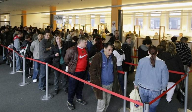 FILE PHOTO: People wait inside a job centre in Berlin April 1, 2008.  REUTERS/Hannibal Hanschke