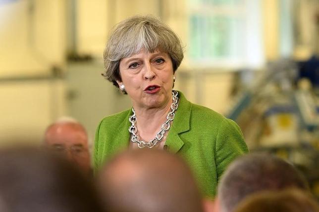 5月31日、英タイムズがツイッターで明らかにした調査会社ユーガブの世論調査によると、6月8日に総選挙を控えた英国で、メイ首相率いる与党保守党のリードが3%ポイントに縮小した。代表撮影(2017年 ロイター/Leon Neal)