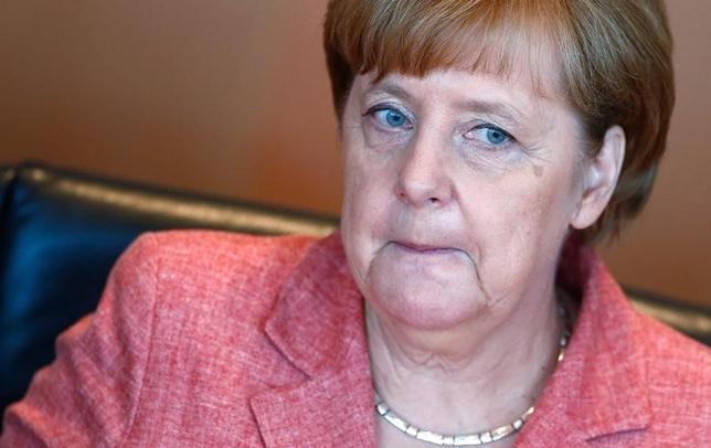 5月31日、ドイツのメルケル首相は、英国の欧州連合(EU)離脱に伴い、現在ロンドンにある欧州銀行監督機構(EBA)をフランクフルトに迎える資格があると考えていると明らかにした。写真はベルリンで31日撮影(2017年 ロイター/Hannibal Hanschke)
