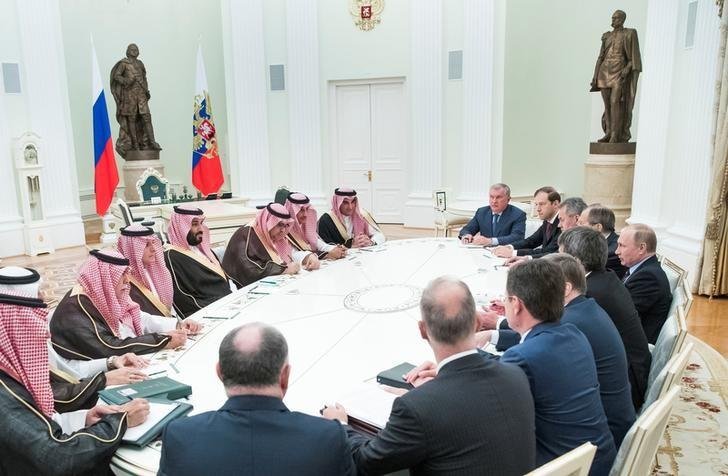 Russian President Vladimir Putin meets with Saudi Deputy Crown Prince and Defence Minister Mohammed bin Salman at the Kremlin in Moscow, Russia, May 30, 2017. REUTERS/Pavel Golovkin/Pool