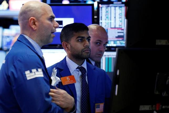 Traders work on the floor of the New York Stock Exchange (NYSE) in New York City, U.S., May 31, 2017. REUTERS/Brendan McDermid