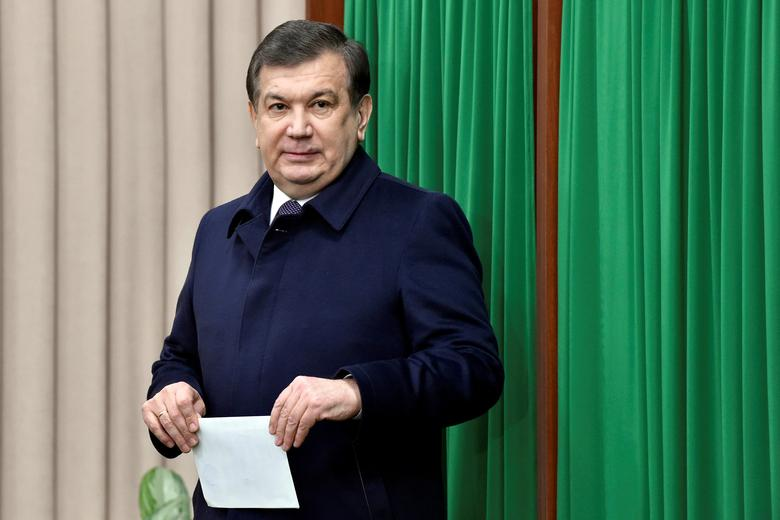 FILE PHOTO: Uzbekistan's Prime Minister and interim President Shavkat Mirziyoyev leaves a voting booth at a polling station during a presidential election in Tashkent, Uzbekistan, December 4, 2016. REUTERS/Anvar Ilyasov/Pool/File Photo