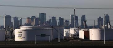 Crude oil tanks at Enbridge's terminal are seen in Sherwood Park, near Edmonton, Alberta, Canada November 13, 2016.  REUTERS/Chris Helgren