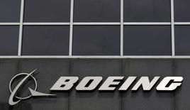 FILE PHOTO: The Boeing logo is seen at their headquarters in Chicago, April 24, 2013.   REUTERS/Jim Young/File Photo