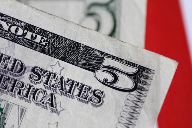 6月1日、終盤のニューヨーク外為市場では、ドルが円やユーロ、スイスフランといった主要通貨に対して上昇した(2017年 ロイター/Thomas White)