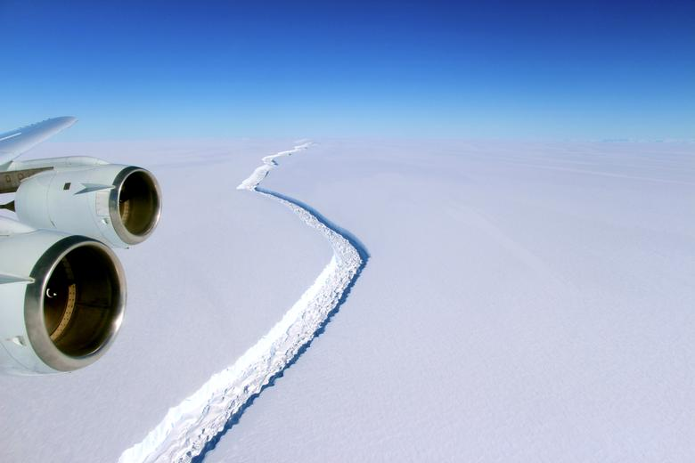 A rift across the Larsen C Ice Shelf that had grown longer and deeper is seen during an airborne surveys of changes in polar ice over the Antarctic Peninsula from NASA's DC-8 research aircraft on November 10, 2016.   Coutesy NASA/Handout via REUTERS