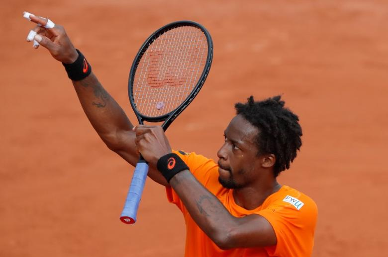 Tennis - French Open - Roland Garros, Paris, France - 1/6/17   France's Gael Monfils celebrates winning his second round match against Brazil's Thiago Monteiro   Reuters / Gonzalo Fuentes