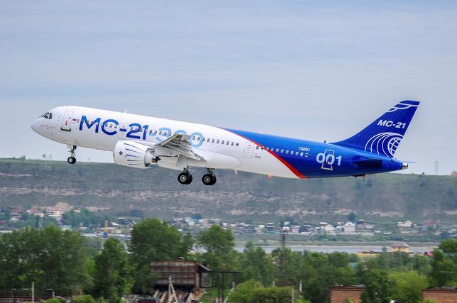 5月29日、今月初飛行に成功したロシアの新型ジェット旅客機は、米ボーイングと欧州のエアバスによる2大支配に挑むには苦戦を強いられるかもしれないが、未来のジェット旅客機に大変革をもたらす可能性がある。写真は同新型ジェット旅客機「MS21」。イルクーツクで28日撮影。提供写真(2017年 ロイター/PR Department of Irkut Corporation/Handout via REUTERS)