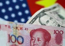 L'ajustement introduit la semaine dernière dans la manière dans la banque centrale chinoise calcule chaque jour le cours pivot du yuan est une mesure préventive visant notamment à contrer les effets d'une éventuelle hausse des taux d'intérêt américains au cours du mois. /REUTERS/Thomas White
