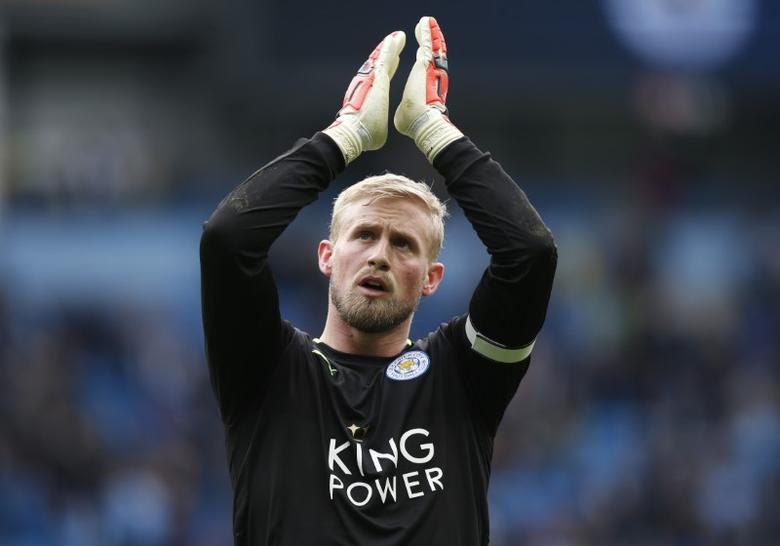Britain Football Soccer - Manchester City v Leicester City - Premier League - Etihad Stadium - 13/5/17 Leicester City's Kasper Schmeichel applauds fans after the match  Reuters / Andrew Yates Livepic
