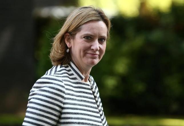 6月2日、英テレグラフ紙が報じたところにょると、同国のメイ首相は、来週の総選挙で与党・保守党が圧勝した場合、ハモンド財務相に代えてラッド内相(写真)を新財務相に起用する可能性がある。5月撮影(2017年 ロイター/Neil Hall)