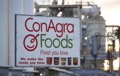 Le groupe agro-alimentaire américain Conagra Brands a mis fin aux négociations de rachat de son compatriote Pinnacle Foods en raison d'un désaccord sur le prix. Les deux titres perdent respectivement 1,78% à 39,24 dollars et 6,67% à  61,51 dollars à Wall Street vers 15h15 GMT. /Photo d'archives/REUTERS/Fred Greaves