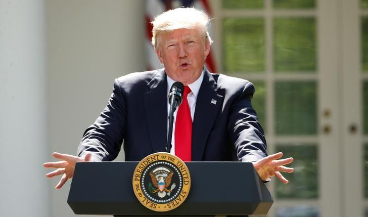 U.S. President Donald Trump announces his decision that the United States will withdraw from the Paris Climate Agreement, in the Rose Garden of the White House in Washington, U.S., June 1, 2017. REUTERS/Kevin Lamarque/Files
