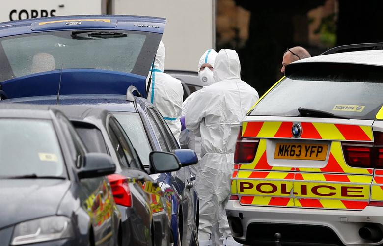 A car is searched by police after a bomb disposal unit arrives at Rusholme Place in Manchester, Britain, June 2, 2017. REUTERS/Andrew Yates