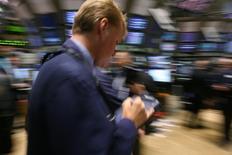 La Bourse de New York a enchaîné vendredi une deuxième séance consécutive de records, la faiblesse des créations d'emploi aux Etats-Unis ayant été éclipsée par la progression des valeurs technologiques. L'indice Dow Jones a pris 62,11 points, soit 0,29%, à 21.206,29. /Photo d'archives/REUTERS/Brendan McDermid