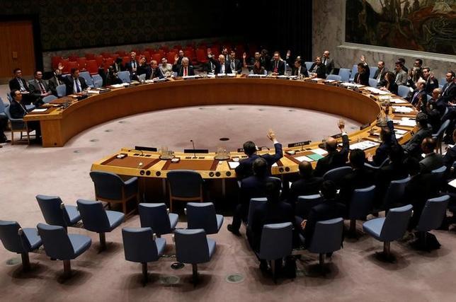 6月2日、国連安保理は21日、度重なる北朝鮮のミサイル発射を受けて、制裁リストを拡大する決議案を全会一致で採択した。写真は決議案を採決する安保理の様子。(2017年 ロイター/Mike Segar)