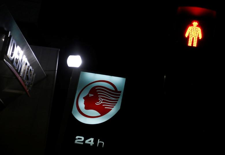 A signboard of Idemitsu Kosan Co is seen behind a traffic light at its gas station in Tokyo, Japan, August 15, 2016. REUTERS/Kim Kyung-Hoon