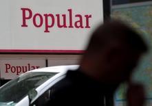 Le président de Banco Popular, la banque espagnole en difficulté, a écrit aux cadres de l'établissement pour les rassurer et leur demander de rester calmes et confiants. /Photo d'archives/REUTERS/Andrea Comas