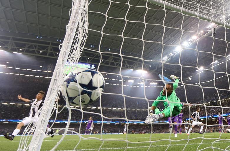 Britain Soccer Football - Juventus v Real Madrid - UEFA Champions League Final - The National Stadium of Wales, Cardiff - June 3, 2017. Juventus' Mario Mandzukic scores first goal. REUTERS/Carl Recine
