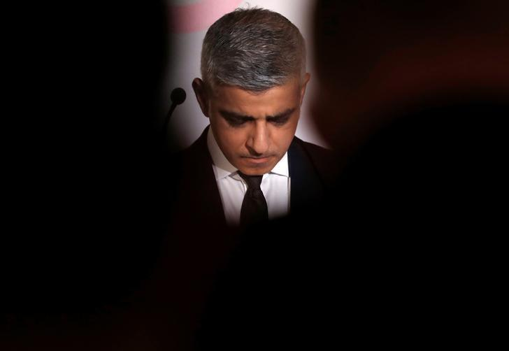 FILE PHOTO: London Mayor Sadiq Khan observes a minute of silence in respect for the victims of the London attack before addressing a debate called ''The New European Order'' organized by the political news organization POLITICO in Brussels, Belgium March 28, 2017. REUTERS/Yves Herman/Files
