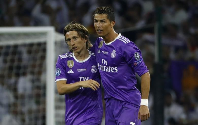 Britain Soccer Football - Juventus v Real Madrid - UEFA Champions League Final - The National Stadium of Wales, Cardiff - June 3, 2017 Real Madrid's Cristiano Ronaldo celebrates scoring their third goal with Luka Modric Reuters / Eddie Keogh Livepic