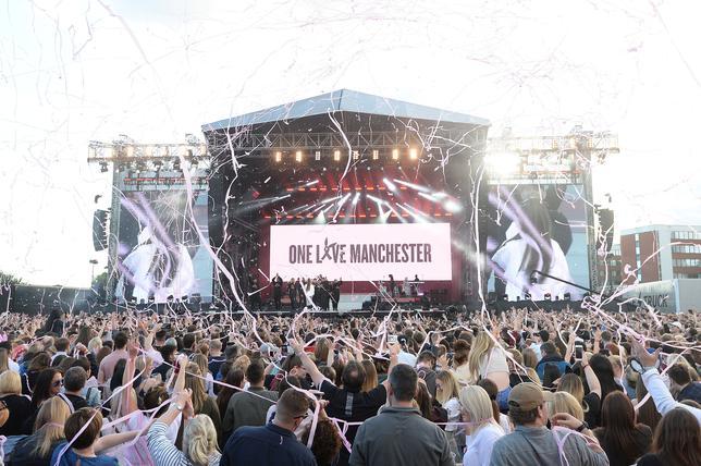 6月4日、英マンチェスターで、先月起きた自爆事件の被害者支援のための慈善コンサートが、米歌手アリアナ・グランデらによって行われた。提供写真(2017年 ロイター/Dave Hogan/One Love Manchester/Handout via REUTERS)