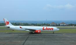 A Lion Air plane taxis after landing at Denpassar international airport in Bali March 23, 2017.  REUTERS/Thomas White