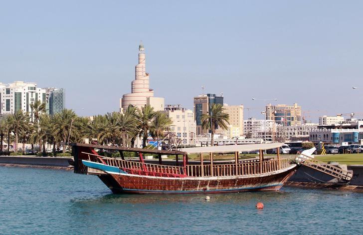 2017年6月5日,卡塔尔首都多哈水里停泊的一艘传统船只。REUTERS/Stringer