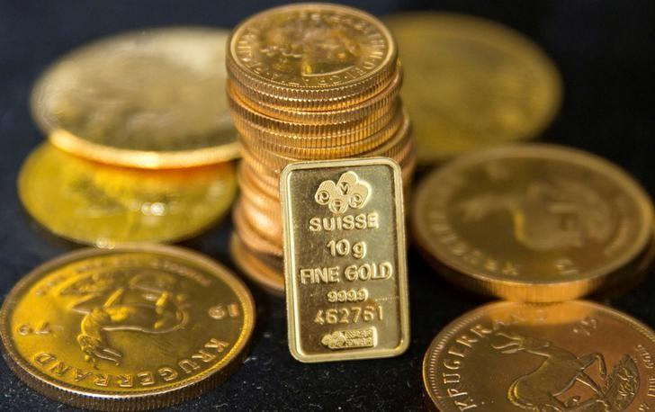 FILE PHOTO - Gold bullion is displayed at Hatton Garden Metals precious metal dealers in London, Britain July 21, 2015. REUTERS/Neil Hall/File Photo